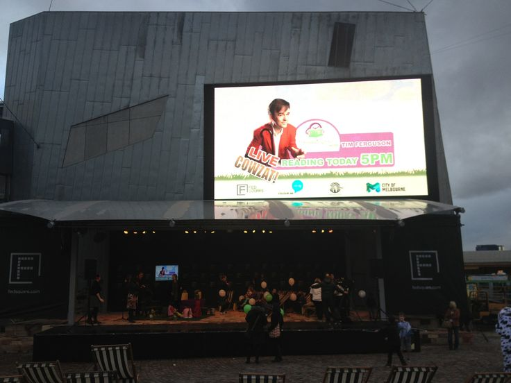 Some Fed Square COWZAT! big screen action!