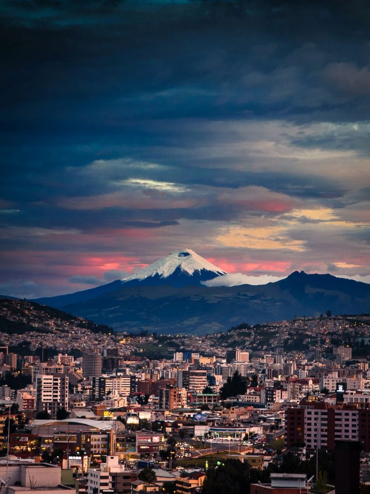Atardecer Quito con el Cotopaxi de testigo. I loved this city!!!!