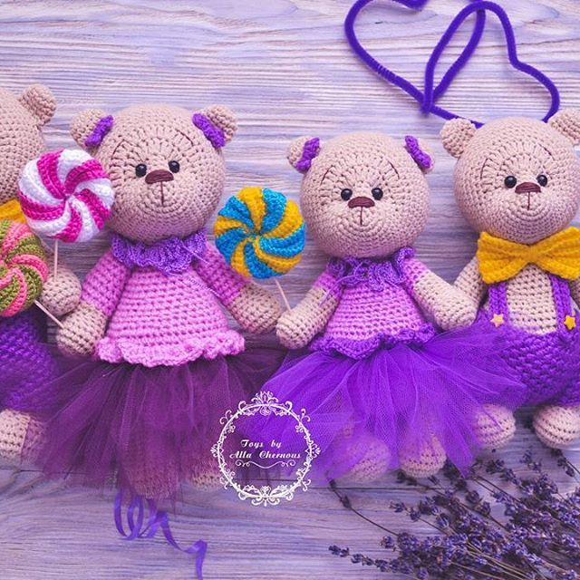 Конфетно-лавандовые медведи  Вязались долго, в перерывах между работой, уроками и конспектами, но родились  такие же шустрые и веселые как дети. Связаны на заказ, не продаются. #алла_вяжет #мишка #игрушки_ручной_работы #игрушки #вяжу #крючок #амигуруми #вяжутнетолькобабушкиноимамочки #вяжутнетолькобабушки #лаванда #фиолетовый #мишки #тедди #crochet #lovecrochet #teddybear #weamiguru #amigurumi #violet #bear #beautiful #lollipop #toy #children #kids