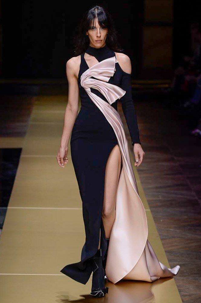 Atelier Versace Fall 2016 Couture Fashion Show  http://www.vogue.com/fashion-shows/fall-2016-couture/atelier-versace/slideshow/collection#7
