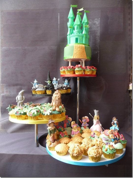 Amazingly detailed Wizard of Oz cupcake tower.: Cakes Cupcakes Cakepops, Cupcakes And Muffins, Oz Cakes, Oz Cupcakes I, Wizards Of Oz, Oz Cupcakes For, Cups Cakes, Cupcakes Towers, Cupcakes Rosa-Choqu