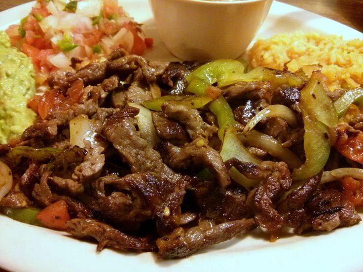 Bendecido Miércoles, Nuestro Menú de Almuerzos para hoy  Plato Principal: Cerdo en BBQ, Hilachas de Pollo y Fajitas Mejicanas de Res. Acompañados de Arroz con Vegetales, ensalada de Lechuga con Espinaca y Vegetales en Escabeche.. Refresco de Jamaica. Recuerda que ahora te Ofrecemos Almuerzos desde Q.12.00. Paches Jueves a Sábado a Solo Q.7.00 y Tamales Viernes y Sábados a Q.5.00 Los Esperamos de Lunes a Sábados de 12:00 a 15:30 hrs. tel. 4393-3643