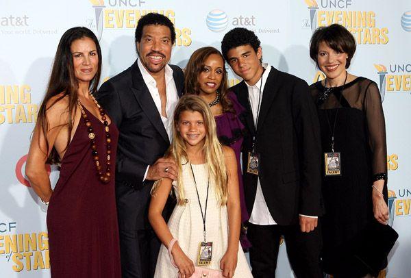 Lionel Richie and family. | Ensemble | Pinterest | Most ...