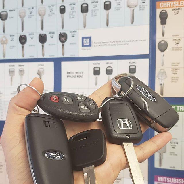 Sébastien Roger Adlı Kullanıcının Car Keys Panosundaki Pin