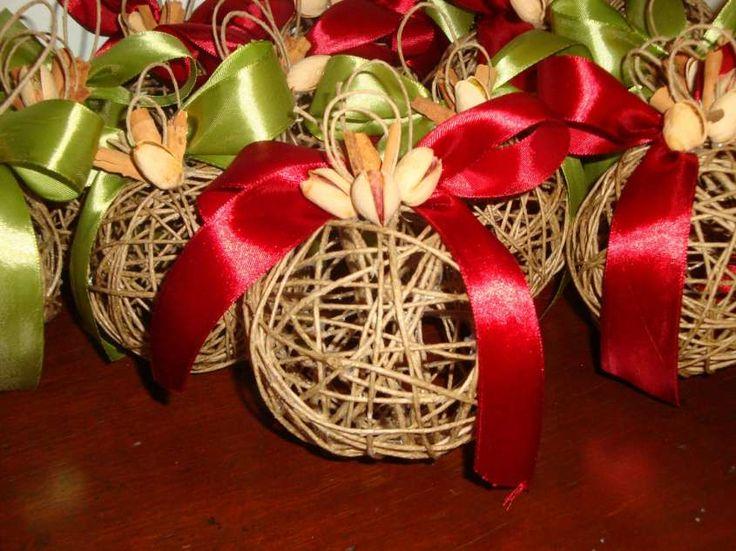 Lavori creativi fai da te per Natale - Palline creative di spago