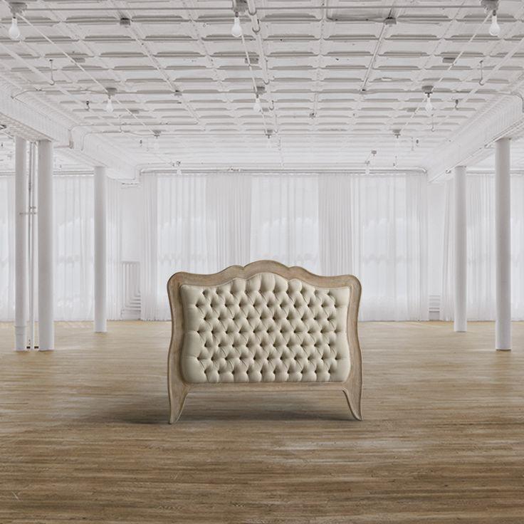 Testiera matrimoniale Dimensioni HxLxP (cm) 135x170x8 Descrizione Testiera imbottita con lavorazione capitonné per lettomatrimoniale rivestita in lino color ecrù, cornice sagomata in legno di rovere.