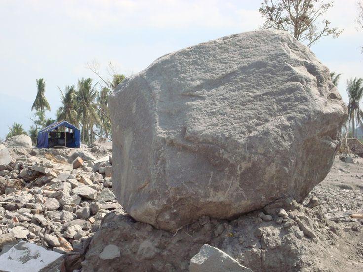 큰 바위 a.k.a Big Rock. its taken few days after Mt. Merapi Eruption, you know it effects spread into US and few Country.