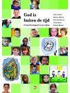 Dit boek neemt leerkrachten mee in de theorie en praktijk van het Theologiseren met kinderen. Op de dvd zijn beelden uit de praktijk te zien, waarop in de film en in het boek wordt gereflecteerd. https://www.kwintessens.nl/professionalisering/god-is-buiten-de-tijd