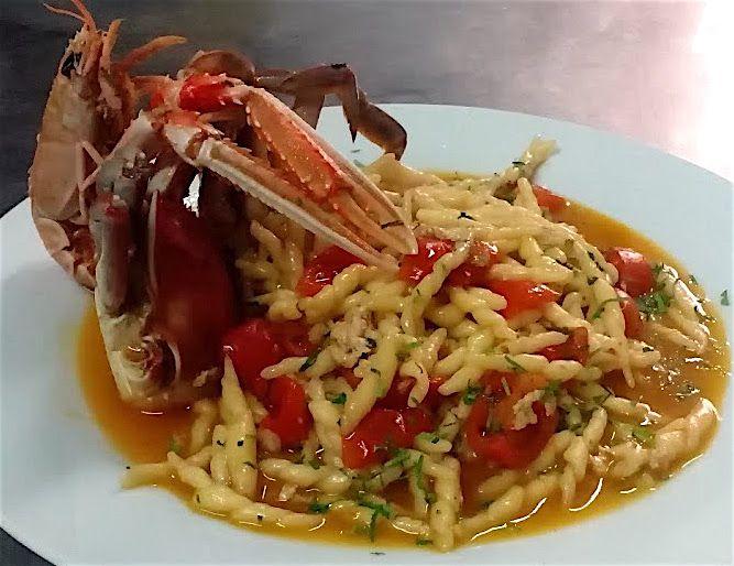 Trofie con Granchio Blu e Scampi #seafood #salento