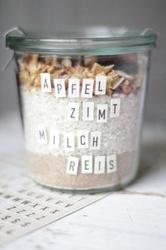 Apfel- Zimt- Milchreismischung, leider ohne konkretes Rezept könne wir aber auch so. Sonst Backmischungen Ansatzliköre?