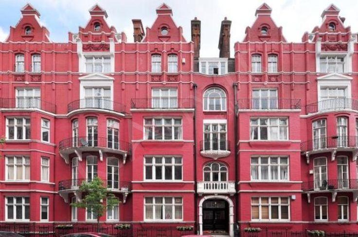 Londra'da Satılık lüks daire için Merilibon High Street yakınındaki alan Merilibon, Bond Street, Hyde Park. Bu şık mağazalar, restoranlar, kafeler, dünyanın dört bir yanından yatırımcıları çeken yüksek kaliteli pahalı gayrimenkul ile, Londra'nın merkezinde en ilgi çekici alanlarından biridir. Toplam 113 m2 alana sahip olan, Dört yatak odalı,üçü banyolu, misafir banyolu, modern ve zarif bir mutfak ve balkon ile geniş bir oturma odalı.