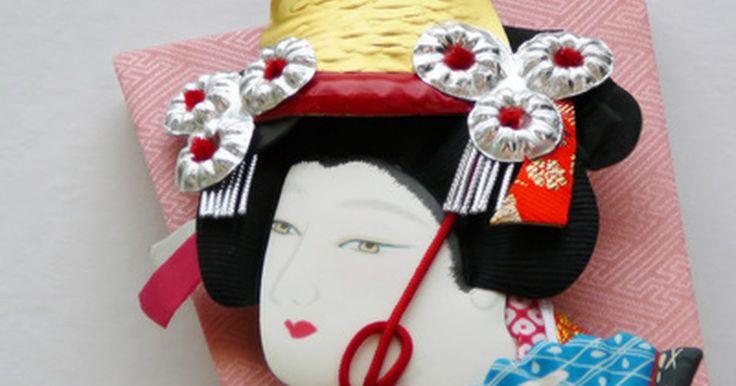 Estilo de maquiagem chinesa. Estilos de maquiagem chinesa mudaram ao longo das gerações, mas eles ainda abraçam conceitos do passado, tais como a pele pálida. A maquiagem moderna é usada para dar a aparência de uma pele macia e suave e grandes olhos. Outros estilos mais artísticos, no entanto, como maquiagem de gueixa e ópera, pouco mudaram ao longo do tempo.
