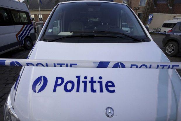 Afgelopen nacht hebben terrorismespeurders een nieuwe terreurcel opgerold. Dat melden de RTBF en de VRT en wordt bevestigd door het federaal parket. Ze worden ervan verdacht een aanslag gepland te hebben tijdens de match van de Rode Duivels in Brussel. Dat is bevestigd aan VTM Nieuws.