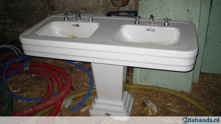 Een oud chic hotel in het 14e arrondissement van Parijs had iedere kamer zijn eigen Art Déco wastafel van porselein maar wel dubbele wasbak. Niet...