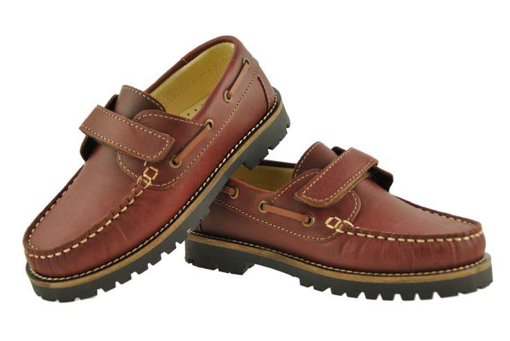 Zapato naútico de la marca Timberland color burdeos con velcro y suela de neumatico