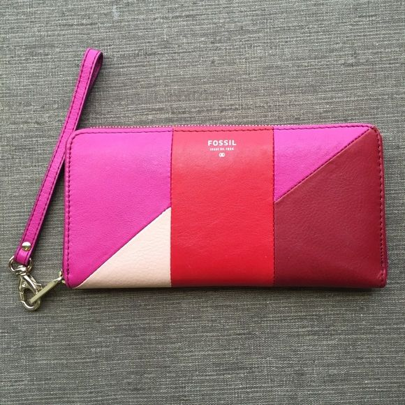 PRICE DROP Fossil Wallet Women's Fossil wallet. Very good condition.❤️ Fossil Bags Wallets