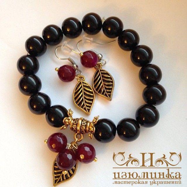 «8 марта уже скоро! В наличии! 700₽ комплект серьги и браслет . Черный и красный агат , фурнитура с золотым напылением #мастерская_изюминка #стильныевещи…»