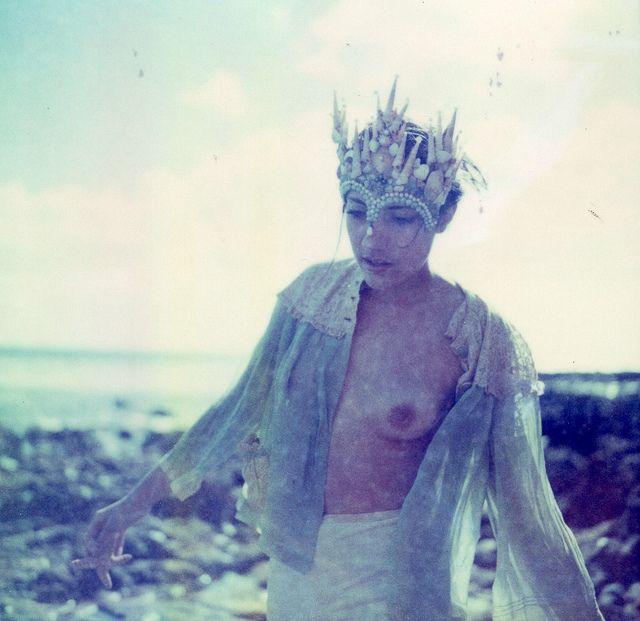 crown of shells.: Country Fair, Maggie Lochtenberg, Pure Inspiration, Shoots Inspiration, Bohemian Punk, Oregon Country, Inspiración Colección, Brambly Queen, Crowns Photos