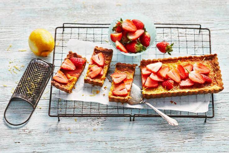 Kijk wat een lekker recept ik heb gevonden op Allerhande! Citroentaart met aardbeien
