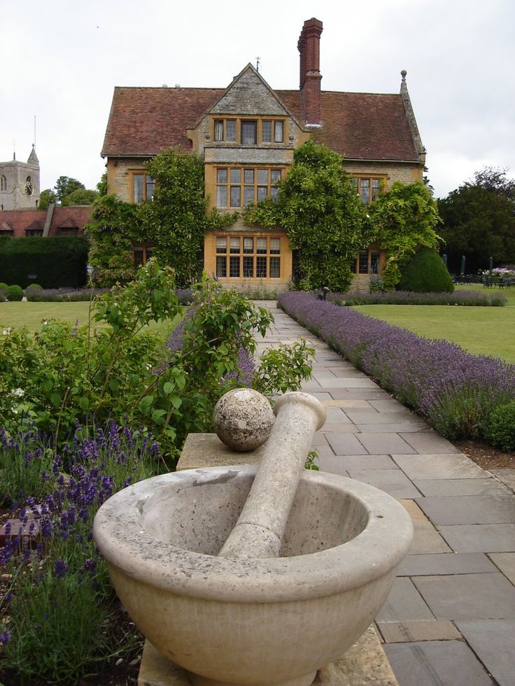Le Manoir Aux Quat Saisons Near Oxford Owned By Orient Express Run Raymond Blanc The Grounds Are Quite Charming And Worth A Visit