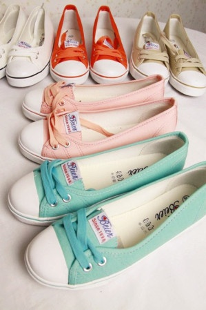 Cute converse like flats :)