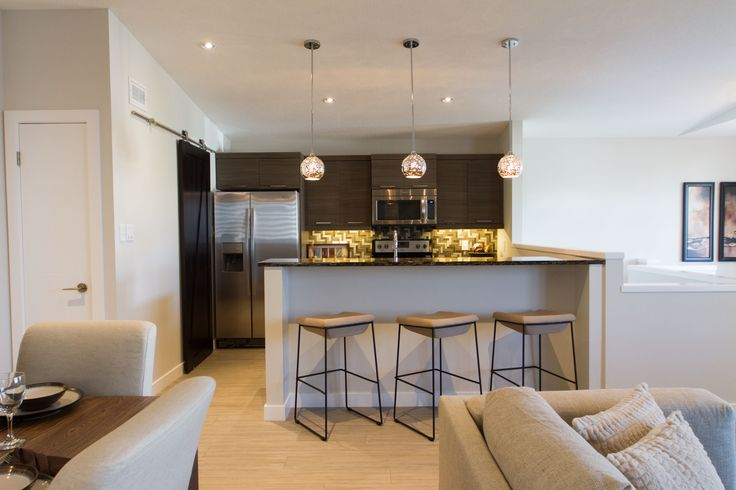 Cherrywood Showhome Kitchen with Island seating and Pendant lights
