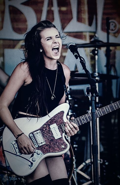 My second favorite picture of Lynn ever. Why? The Face.