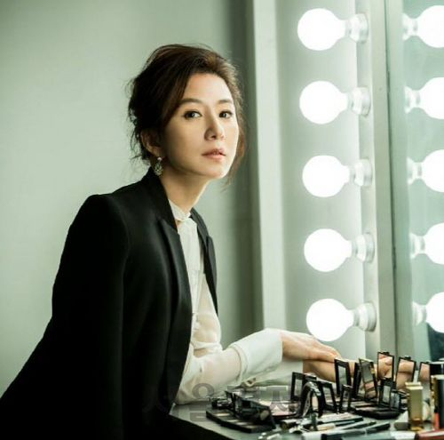 Let's take our first doze of Korean actresses over 40.