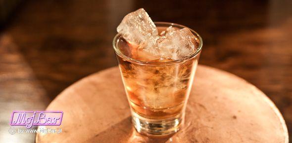 """NUTTY RUSSIAN """"White Russian"""" z orzechowym posmakiem:  wódka czysta - 30ml, frangelico - 30ml, likier kawowy - 30ml  Przepisy na drinki znajdziesz na: http://mojbar.pl/przepisy.htm"""