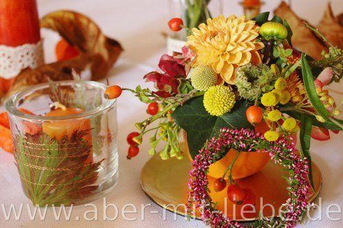 Tischdeko herbst blumen  Tischdeko Herbsthochzeit, Kürbis als Blumengesteck #Herbstblumen ...