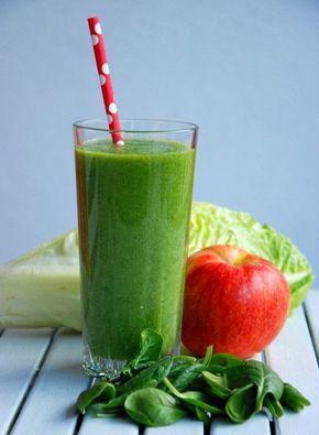 Składniki:   2 liście sałaty rzymskiej  garść świeżego szpinaku  1 jabłko  1 gruszka  1/2 szklanki zimnej wody   Warzywa i owoce umyć, ...