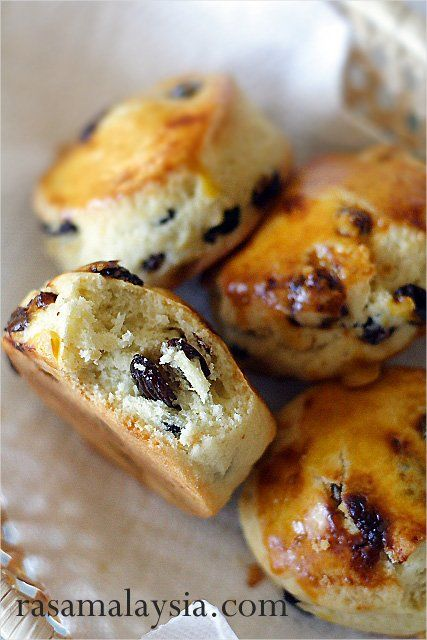 Raisin Scones Recipe - raisins give that extra sweetness and add moisture to the scones.