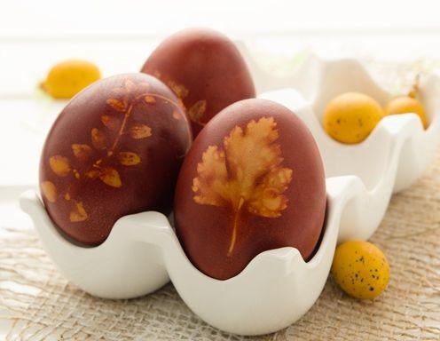 Eier färben mit Zwiebelschalen