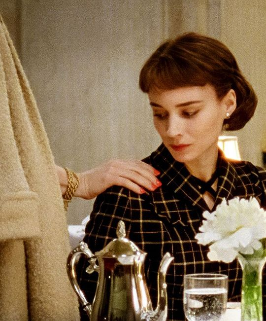 "sydneyprosser: "" ""In the opening scene of Todd Haynes' Carol (2015), Cate Blanchett's eponymous character places a hand on the shoulder of Rooney Mara's Therese as they apparently bid goodbye to one..."