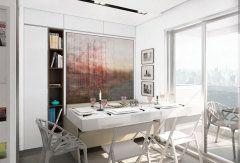 A sala de estar transforma-se em quarto. Para isso, basta abaixar a cama, que fica presa à parede. Já a mesa de café é expansível, transformando-se em uma mesa de jantar. A bancada da cozinha pode ser levantada, deixando ver uma escrivaninha. Superfícies brancas e lisas aumentam a sensação de amplitude. E o banheiro localiza-se atrás de um grande espelho, que multiplica o espaço da sala.