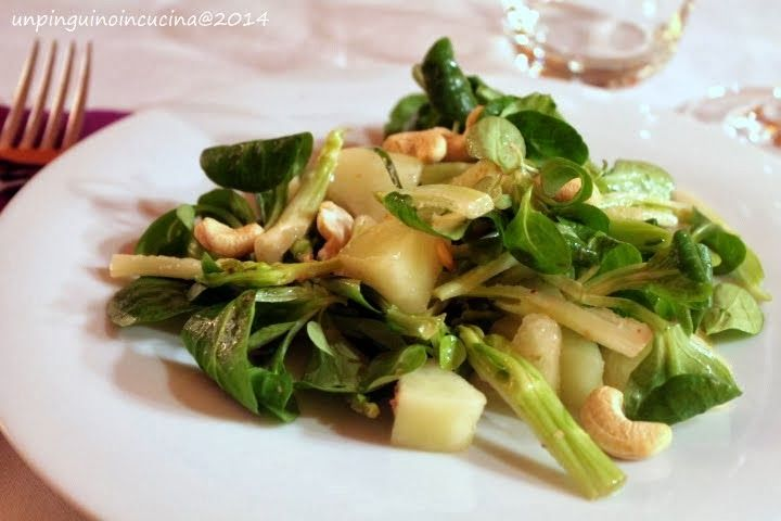 Un pinguino in cucina: Insalata di melone d'inverno, puntarelle e anacardi - Winter Melon, Chicory Sprouts and Cashew Nuts