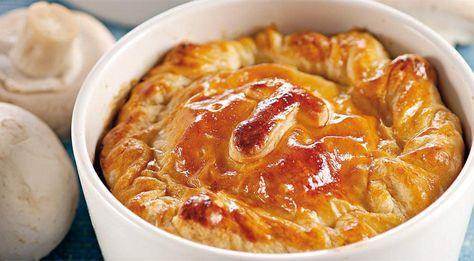 Мини-пироги из камамбера с грибами