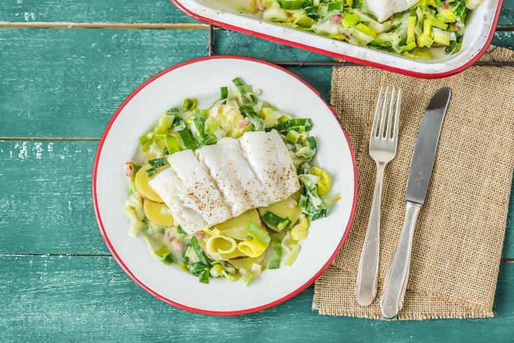In deze romige ovenschotel met prei een aardappelen zit niet alleen vis, maar ook spekjes. Dit is een traditionele combinatie van vis met vlees. Je brengt het op smaak met nootmuskaat die je zelf raspt. Op ons blog lees je meer over deze smaakvolle specerij.