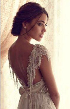 Idée mariage : 100 robes de mariée pour s'inspirer | Glamour > Plus sur http://www.yesidomariage.com/deco/piece-montee-wedding-cake-co-gourmandise-quand-tu-nous-tiens-partie-1/
