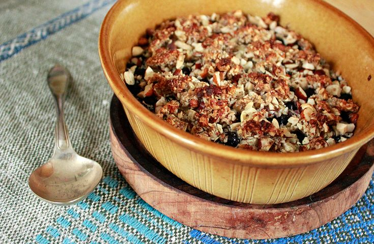 Supergod smulpaj med blåbär! Smulpaj med blåbär LCHF 4 port 4 dl blåbär 2 dl blandade hackade nötter, t ex hasselnötter, sötmandel oc...
