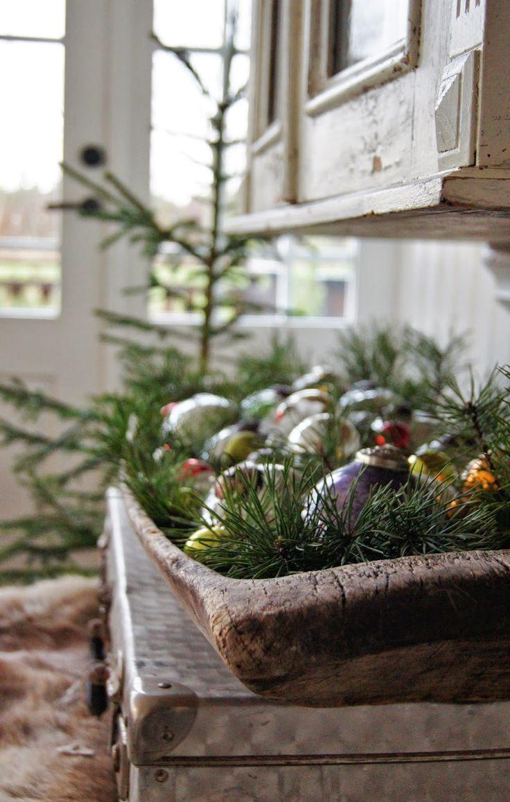 Hello Sunshines....:))   Har julpimpat lite på Verandan...   Vad skulle jag göra utan Skogens skafferi;))         Ingen Jul utan mitt...