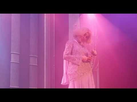 http://ift.tt/2mldAP0 http://ift.tt/eA8V8J  Fátima Flórez La mujer de las mil caras en el día de ayer y desde Córdoba llamó vía telefónica a Mirtha Legrand la estrella máxima del espectáculo argentino para felicitarla por su cumpleaños número 90 y contarle que como regalo de cumpleaños estrenaría a su nuevo personaje estrella Chiquita Legrand esa misma noche en el Teatro Coral de Villa Carlos Paz mientras Mirtha Legrand festejaba con familia y amigos en casa de Marcela Tinayre en Buenos…
