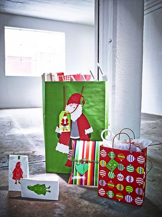Os favoritos do Pai Natal. Os sacos para presentes em verde vivo e vermelho forte não vão passar despercebidos debaixo da árvore.