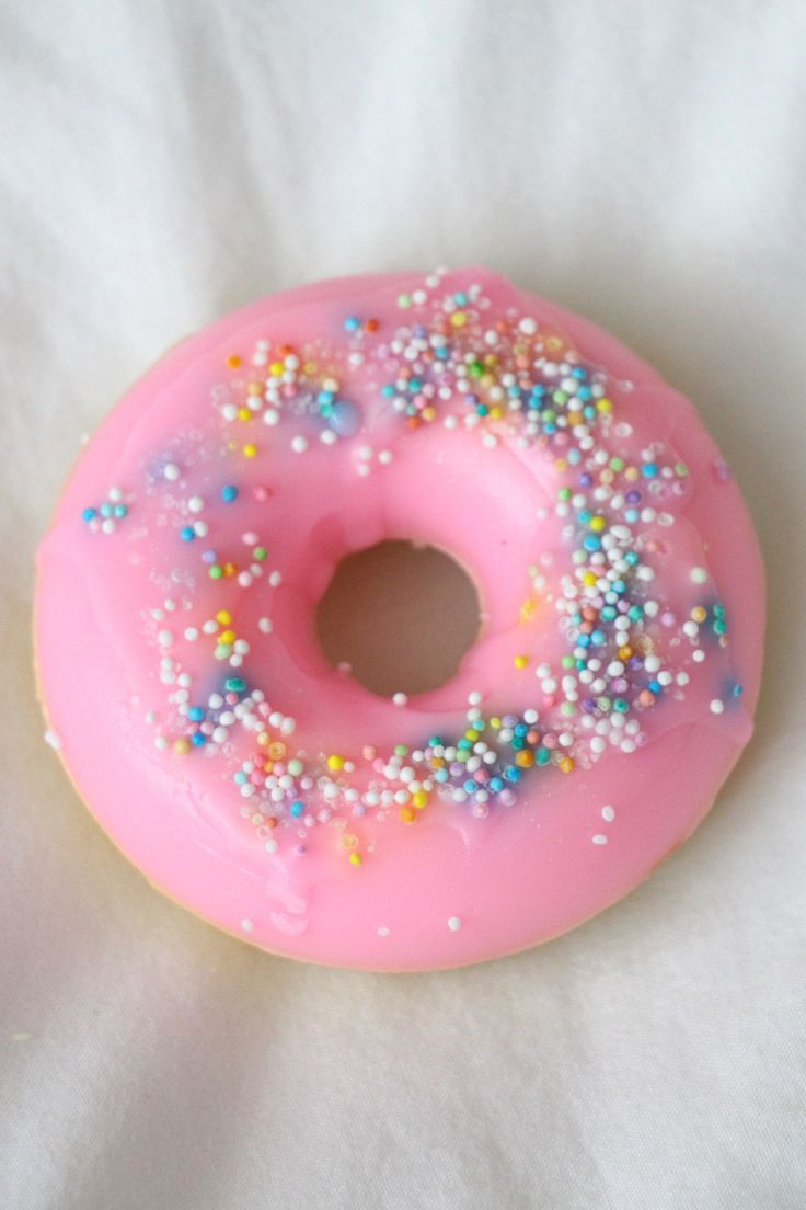 This cute donut soap is scented like sweet strawberries and filled with fun sprinkles! It's sure to make a great gift or just brighten up your bathroom. Generously lather up with this cute lil soap an