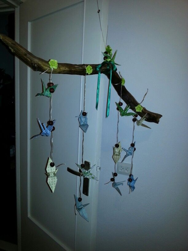 DIY crane mobile for a babyshower. With origami cranes ...