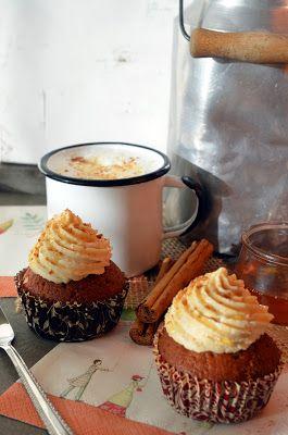 Ninas kleiner Food-Blog: Gefüllte Honig-Zimt-Cupcakes mit Quitten-Marzipan-Sahne