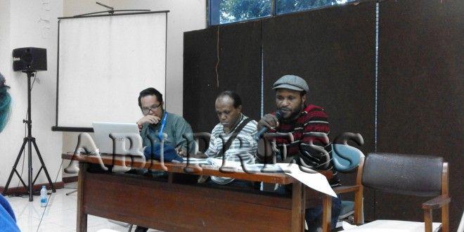 "AMP Tolak Militerisme Di Papua Barat  ""Selama militerisme masih dipraktikkan di Tanah Papua, selama itu juga demokrasi di Tanah Papua tidak akan terwujud. Justru yang tercipta adalah kekerasan demi kekerasan yang akan terus melahirkan pelanggaran HAM dan ketidakadilan,""  Ketua Pengurus AMP Komite Kota Jakarta, Frans Nawipa http://bit.ly/1QvRTlU"