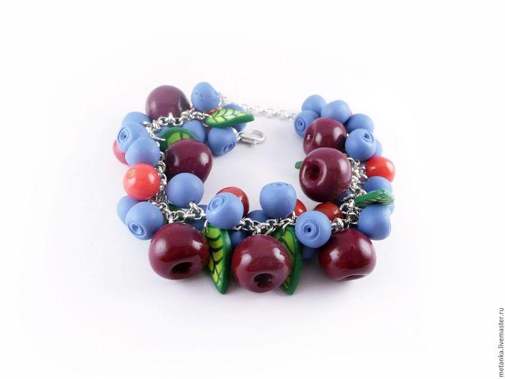 Купить или заказать Вишневый сироп, ягодный браслет из полимерной глины в интернет-магазине на Ярмарке Мастеров. Очаровательный ягодный браслет со светлыми ягодами черники и насыщенно-бордовой вишней. Такое сочетание цветов отлично подойдет к летним светлым платьям и будет невероятно красиво смотреться на загорелой коже! Если вы любите ягоды и не готовы расставаться с ними даже зимой - обратите внимание на другие мои украшения в этой же…