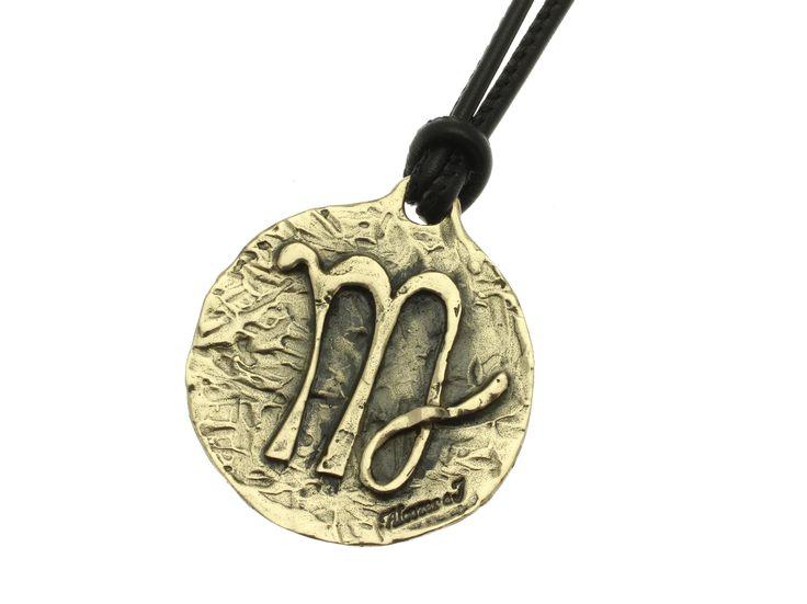 Linea Zodiaco Vergine: il Sole transita nel segno tra il 23 Agosto e il 22 Settembre. Il pianeta dominante è Mercurio, l'elemento è la terra è la qualità è mutevole. Colore: il grigio. Pietra: lo zaffiro. Metallo: il mercurio. Fiore: il giglio.