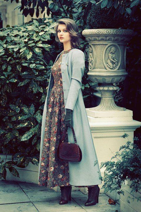 Long floral dress - só o salto que está alto demais.  Nice Fall outfit.